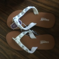 Capelli White Flip Flop Size 7