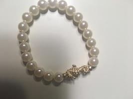 Stretch pearl seahorse bracelet