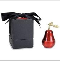 D.L. & Co La Poire Rouge candle