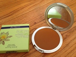 Sue Devitt Triple C-weed Pressed Powder