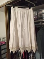 Promesa Skirt with lace trim