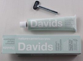 David's Premium Natural Toothpaste in Mint