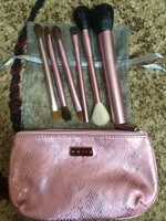 Mally 7 pc Brush & Bag Set