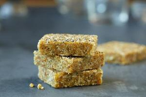Ommie Lemon Poppy Energy Bar