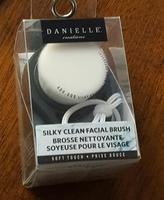 danielle creations silky clean facial brush