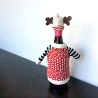 BEER BOTTLE SWEATER.  color red w/star pattern