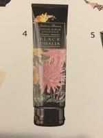 Italian Flowers Shower Scrub in Black Dhalia
