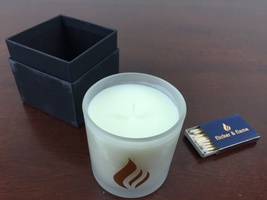 candle limited edition 10 oz  40 hour burn time Lilac, Rose, Bergamot, and Ylang Ylang.