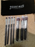 Essencel brushes in a pouch