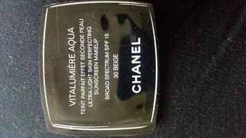Chanel Vitalumiere Aqua Sample