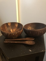 2 coconut bowls and spoons