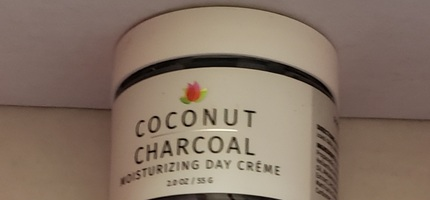 Coconut charcoal moisturizing day cream
