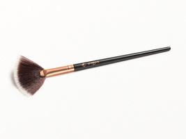 SHAINA B MIAMI Highlight Brush