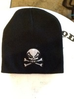 Skyll and cross bones winter hat
