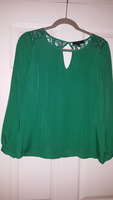 Eclaire emerald green blouse with lace details and cutouts